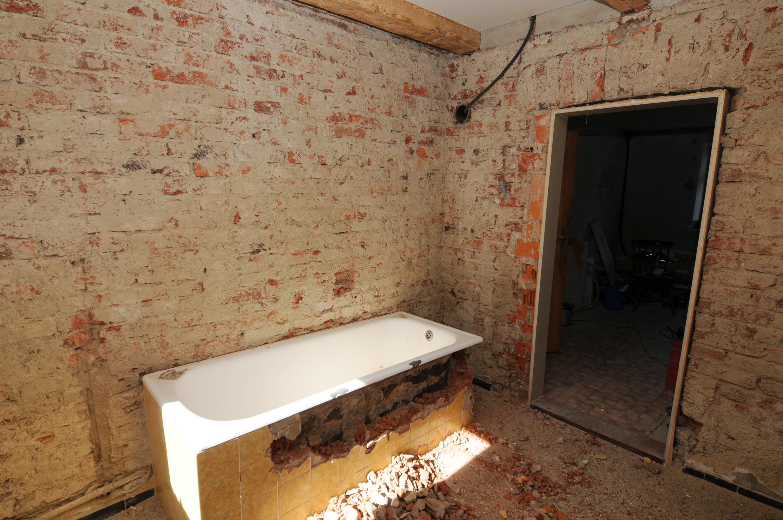 Das Bad wird entkernt   Hausen 20